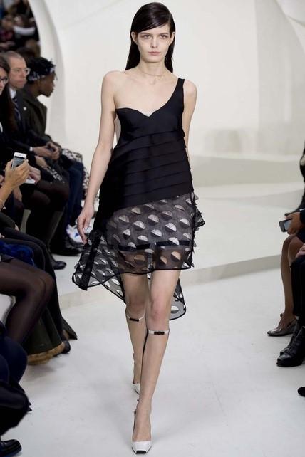 LRG_Redes_13_Dior_vestido_negro_troquelado